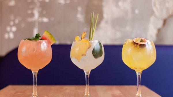 Kolorowe drinki alkoholowe